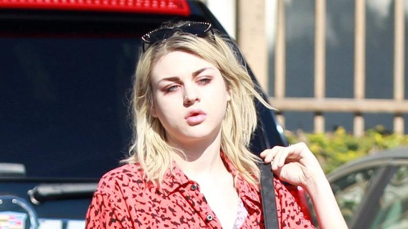 Frances Bean Cobain Courtney Love ma nową twarz!