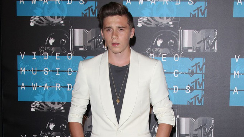Brooklyn Beckham Brooklyn Beckham bez koszulki!