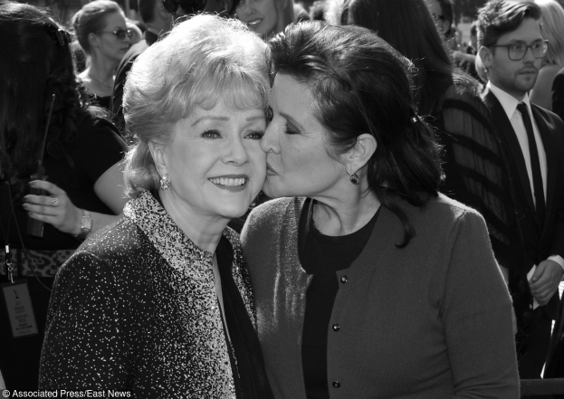 Debbie Reynolds Nie żyje Carrie Fisher!